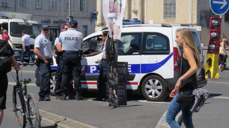 Policiamento nas ruas da cidade francesa: precaução redobrada. / Foto: Enzo De Lisita