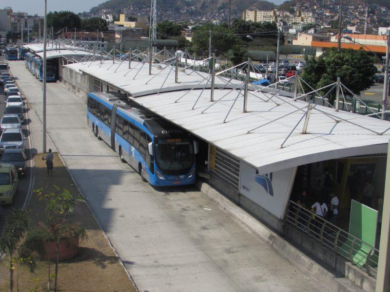 Estação de BRT no Rio: novo meio de transporte que atende zonas oeste e norte