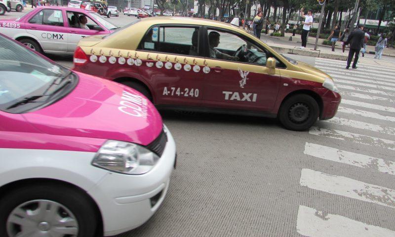 Taxistas circulam pela Cidade do México: concorrência do Uber incomodou no início. / Foto: Rogério Borges