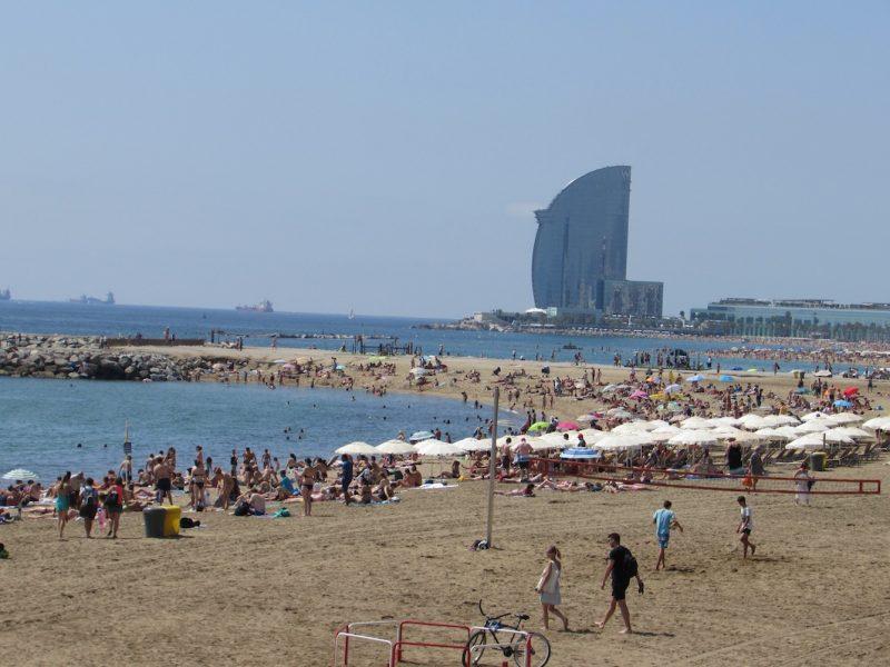 Praia em Barcelona: a Olimpíada devolveu este espaço à população.