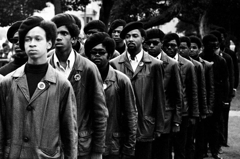 Membros dos Panteras Negras: uma revolução cultural e política nos EUA