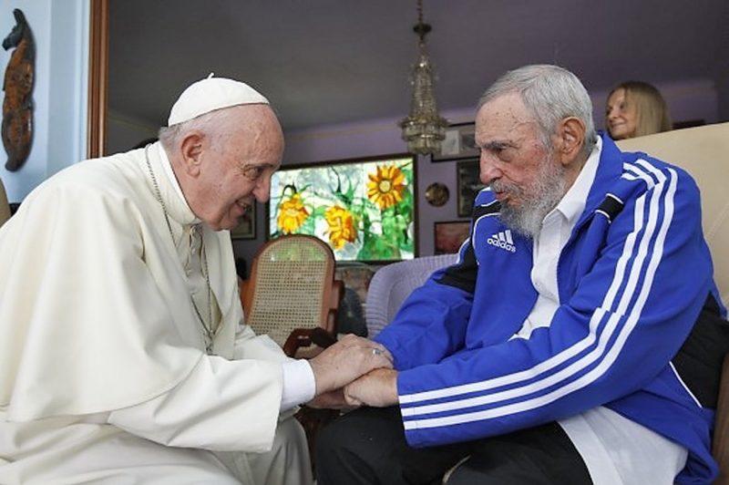 Fidel com o Papa Francisco: aproximação com Vaticano recolocou Cuba na cena mundial