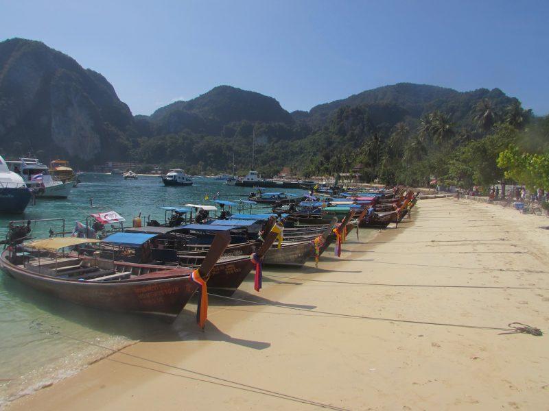 Barcos típicos do Sudeste Asiático: principal meio de transporte da região. / Foto: Rogério Borges