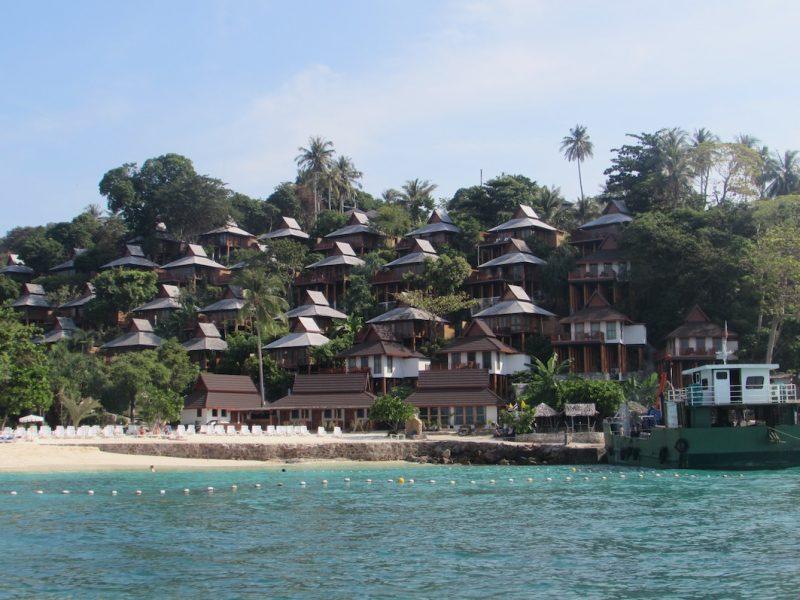 Condomínios de luxo em Phi Phi: hospedagens para todos os bolsos. / Foto: Rogério Borges