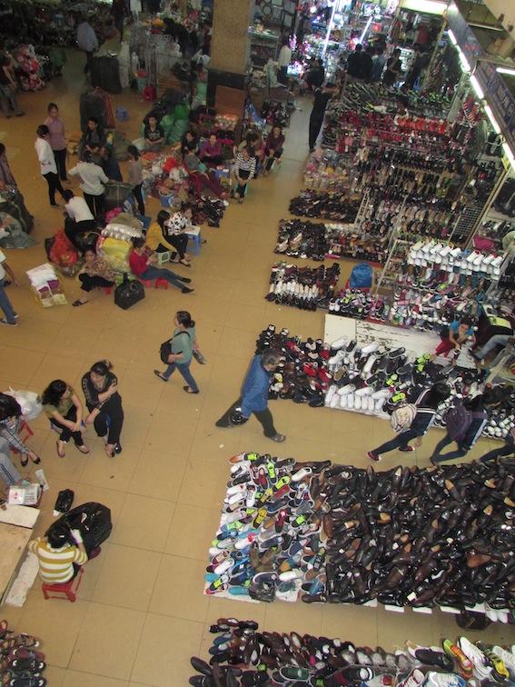 Mercado popular de Hanói: opções variadas e muita cultura. / Foto: Rogério Borges