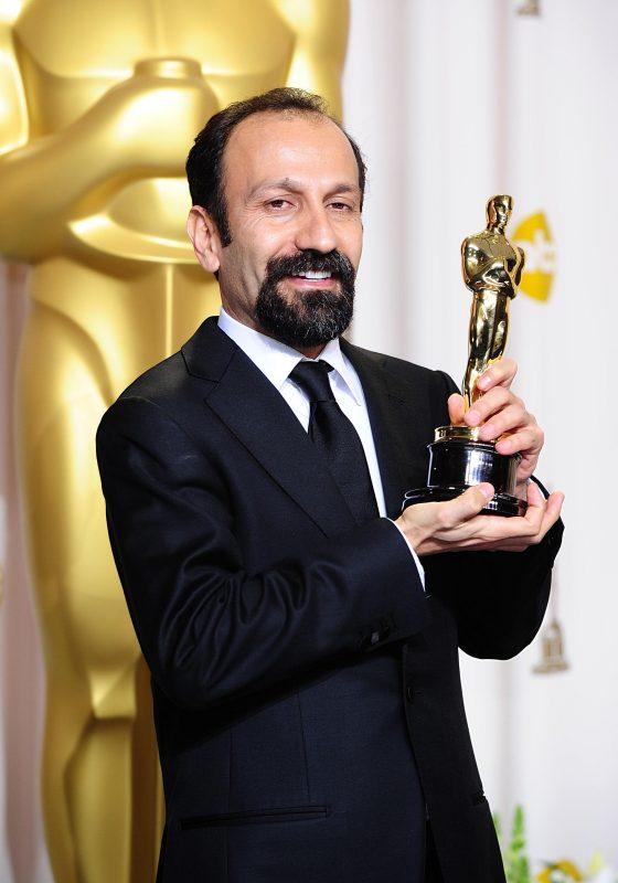 Diretor iraniano Asghar Farhadi, com seu primeiro Oscar, de 2012: de novo no páreo