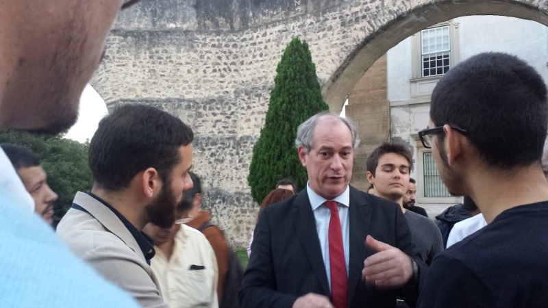 Ciro Gomes conversa com estudantes de Coimbra, Portugal: estilo polêmico e frases fortes
