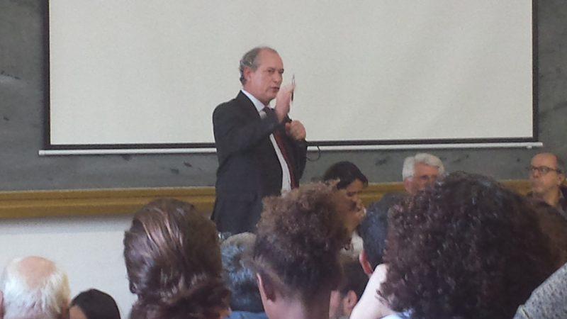 Ciro Gomes durante sua palestra na Universidade de Coimbra: sem fugir ao debate, mesmo o mais duro