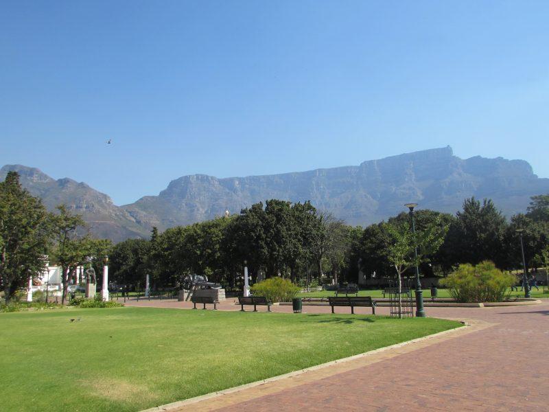 O parque Garden's Company, ladeado pela Table Mountain: ponto de descanso. / Foto: Rogério Borges