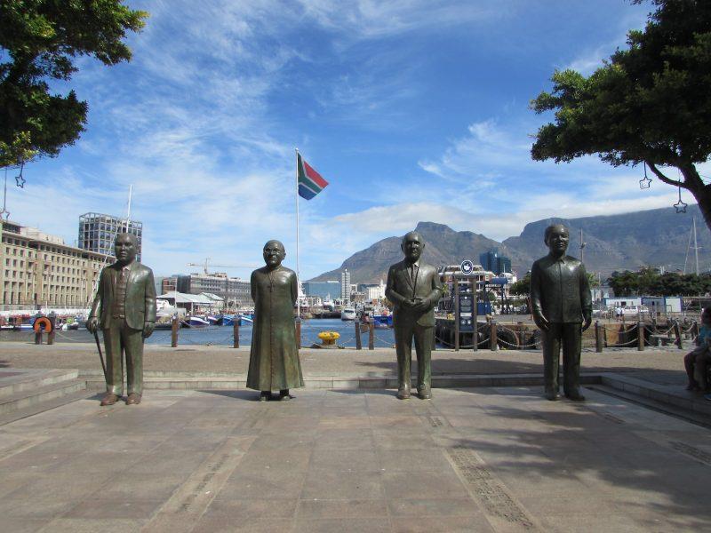 Praça que homenageia os quatro líderes sul-africanos que ganharam o Nobel da Paz: luta contra o apartheid. / Foto: Rogério Borges