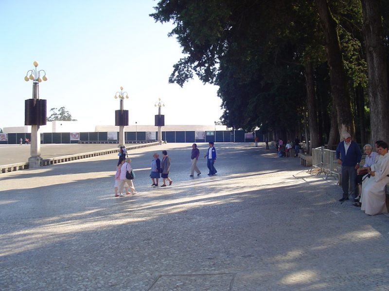 Esplanada do Santuário de Fátima: lugar para exercer a fé e a reflexão. / Foto: Rogério Borges