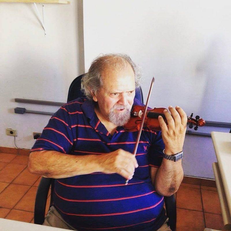 A paixão pela música sempre norteou a vida do maestro. / Foto: Reprodução Facebook