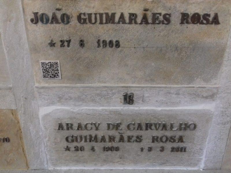 Túmulo de Guimarães Rosa e sua segunda esposa, Aracy: pilar da literatura brasileira