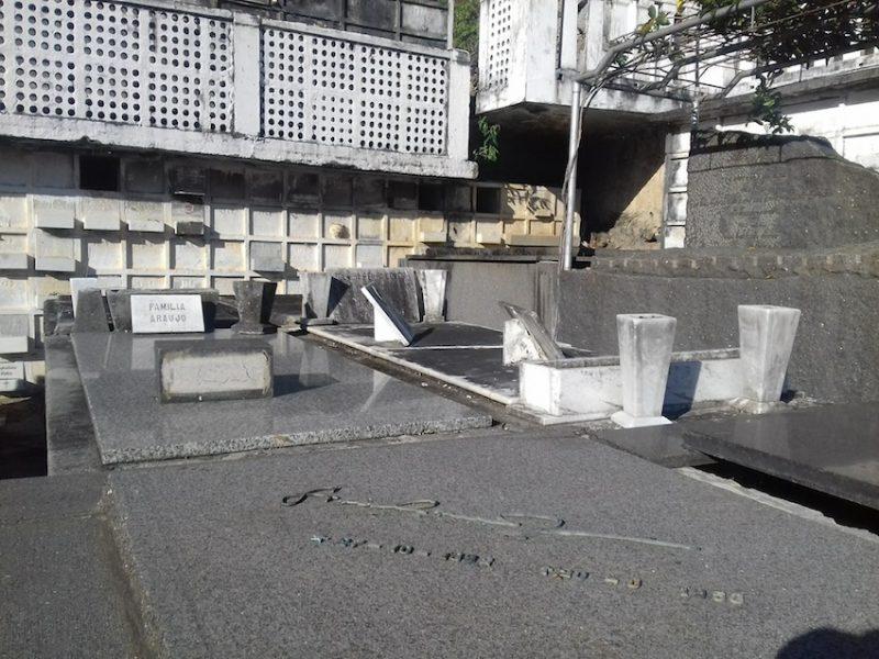 Túmulo de Graciliano Ramos: ele não foi da ABL, mas 'está' perto do mausoléu. / Foto: Rogério Borges
