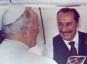 Cony entrevistou João Paulo II no avião que trazia o papa à sua primeira visita ao Brasil, em 1982
