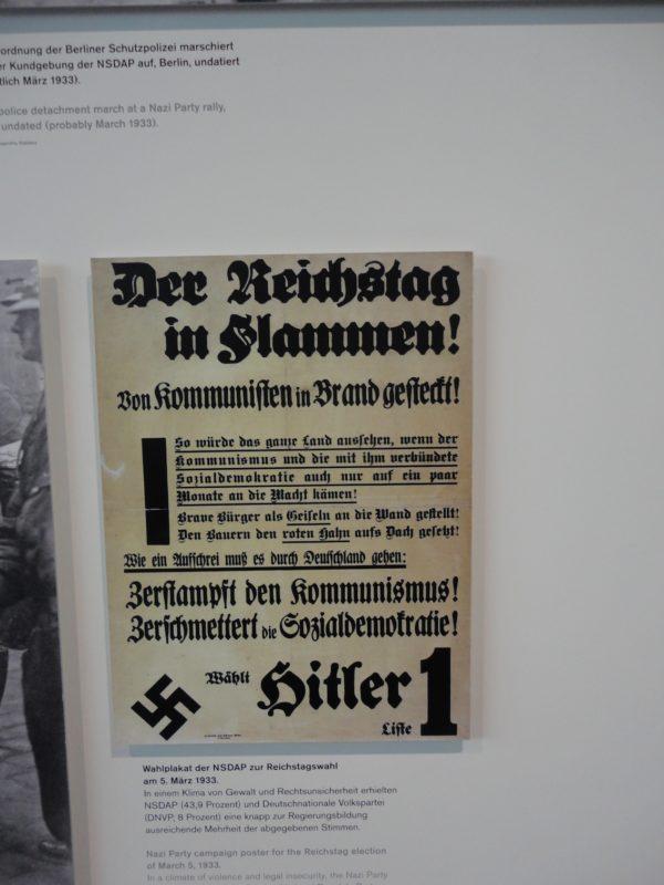 Cartaz de propaganda nazista no Museu Topografia do Terror: mea culpa. / Foto: Rogério Borges