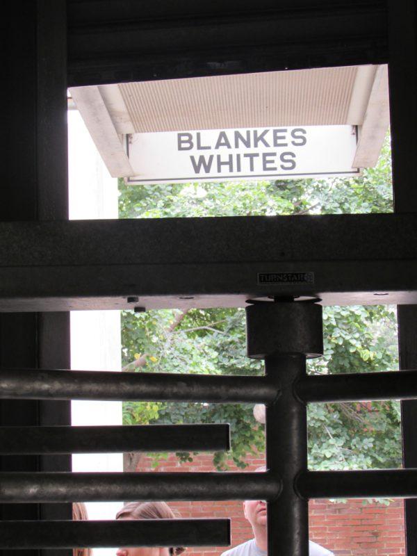 No Museu do Apartheid, simulação de políticas de segregação: sentindo na pele. / Foto: Rogério Borges