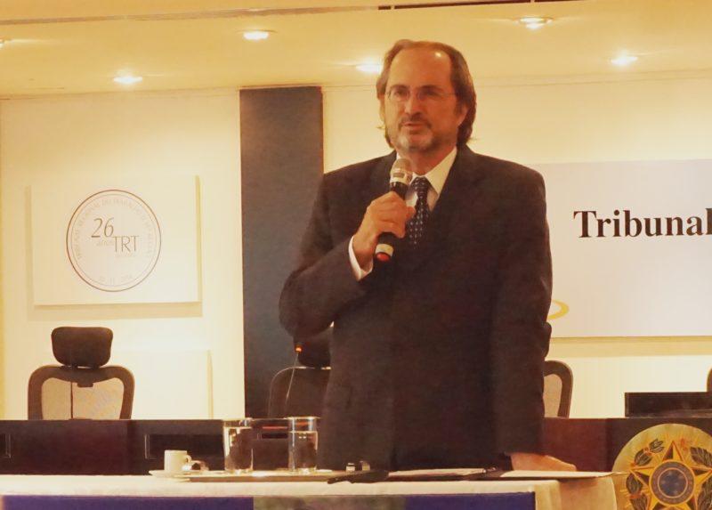 Psicanalista Jorge Forbes, em Goiânia: novos tempos nas relações. / Foto: Cassio Tonsig