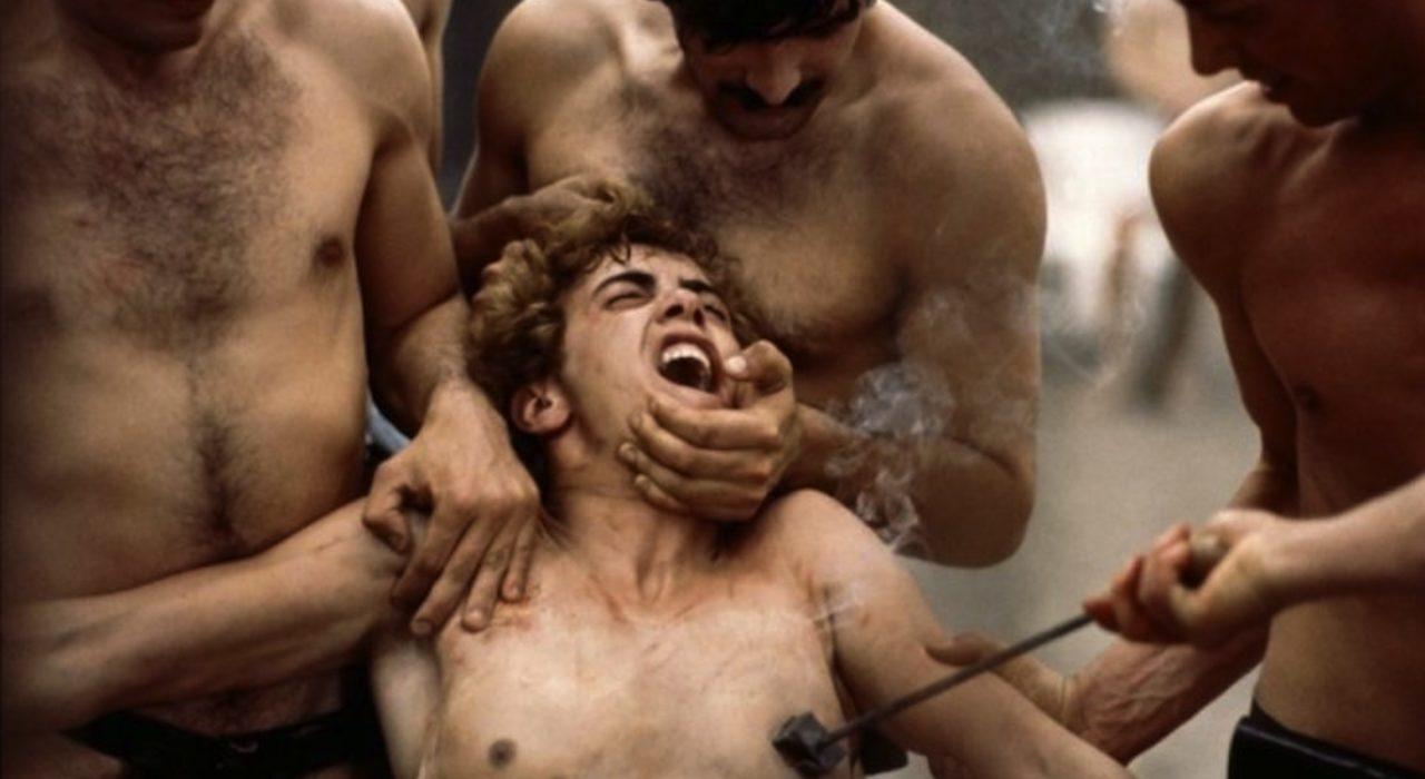 Cena do filme Salò ou 120 Dias de Sodoma, de Pasolini