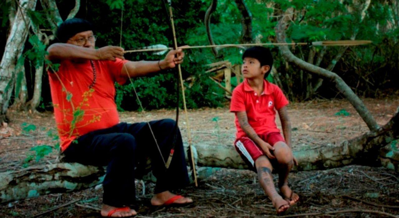 Imagem: cena do documentário Ex-Pajé