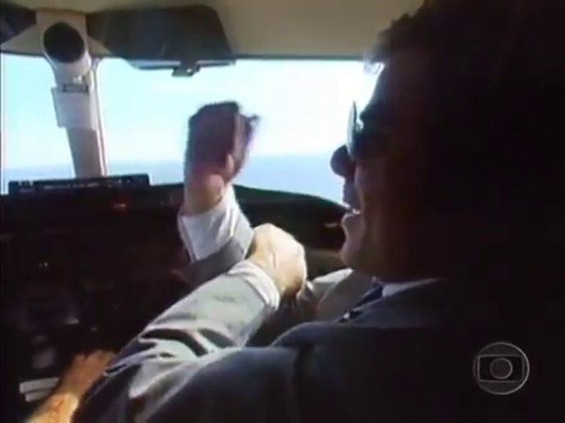 Famosa cena do vilão Marco Aurélio, dando uma banana para o Brasil: um país em que o crime compensa