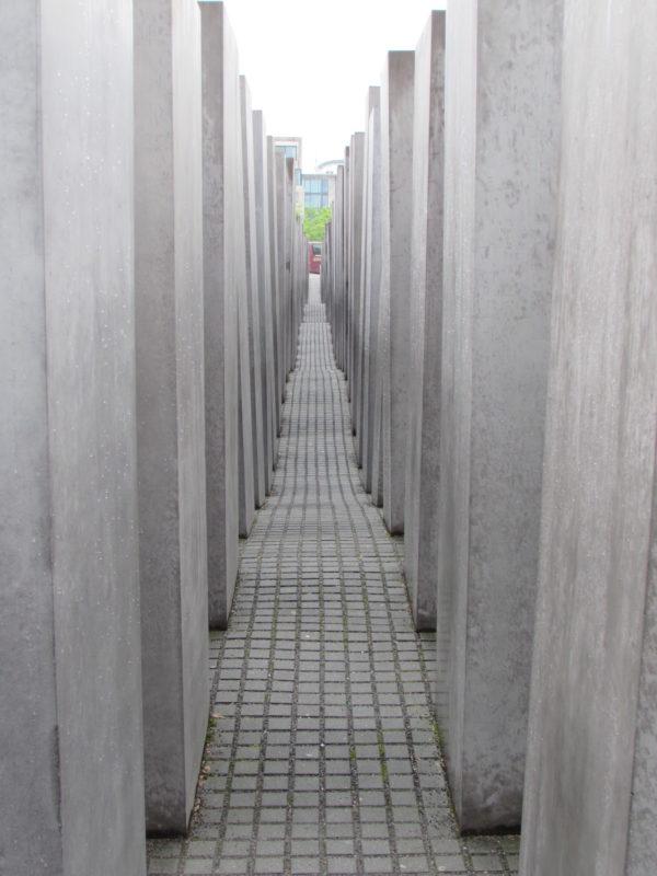 Memorial do Holocausto, em Berlim: homenagem aos mortos pela loucura do nazismo. / Foto: Rogério Borges