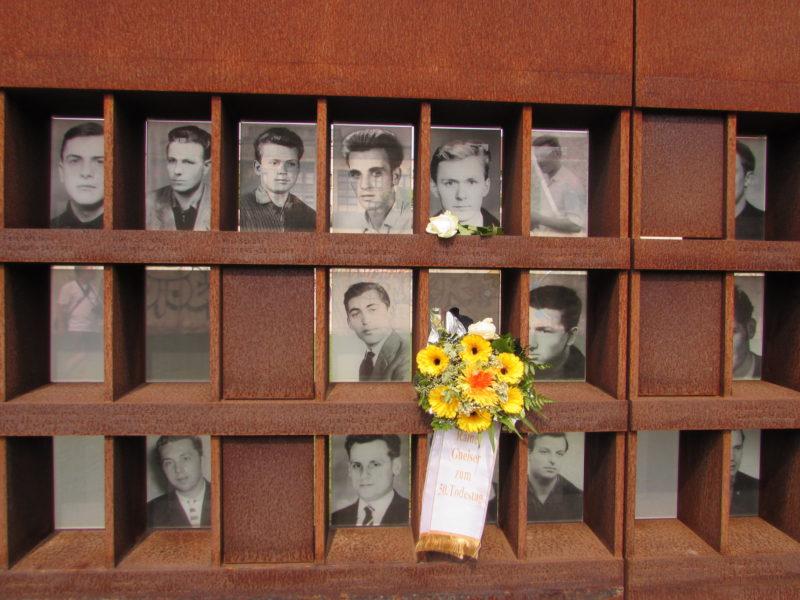 Homenagem àqueles que tentaram atravessar o muro e foram mortos: alemães não se esquecem. / Foto: Rogério Borges