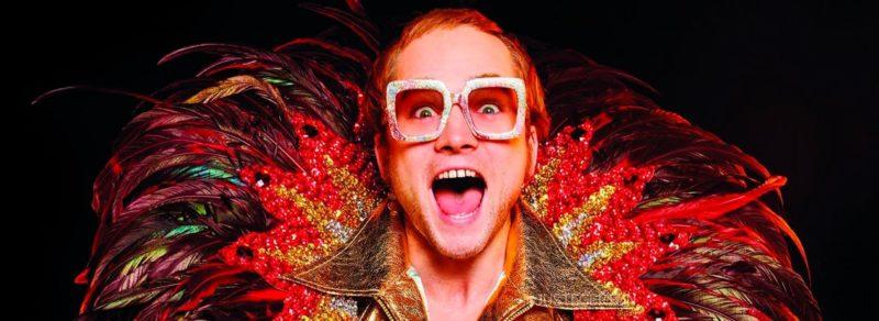 Cinebiografia de Elton John é feita de cores de dores. / Foto: Divulgação