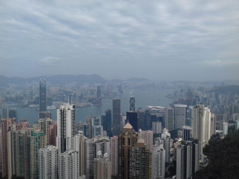 Vista da Baía de Hong Kong: economia a pleno vapor faz da cidade um tesouro a ser conquistado. / Foto: Rogério Borges