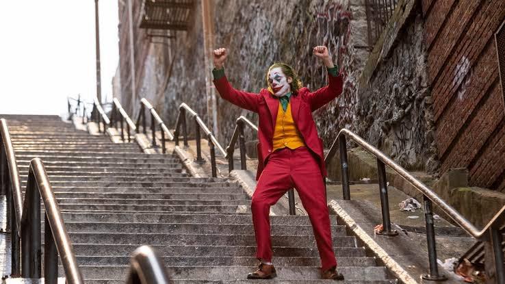 Cena icônica na escadaria: um personagem para lá de complexo
