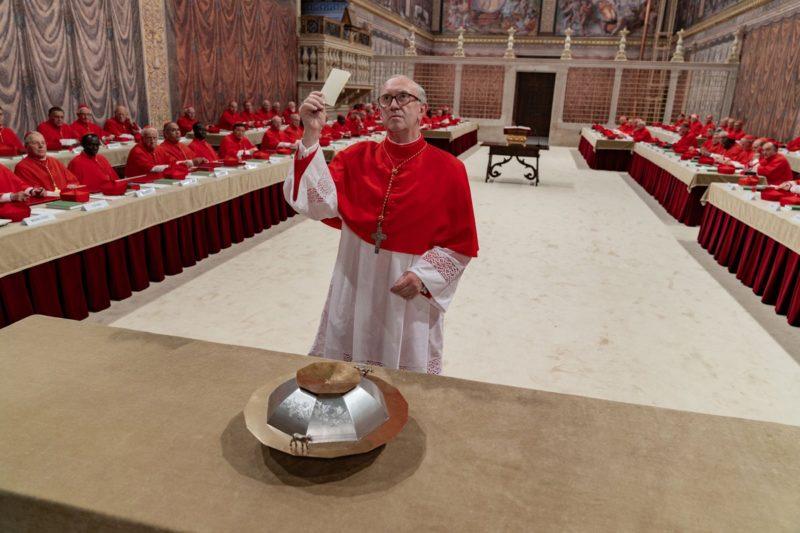 Cena de conclave em Dois Papas: Igreja dividida, mas que ainda pode abrir espaço ao diálogo