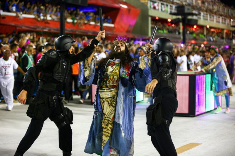 Jesus da Comissão de Frente da Mangueira: crítica e ousadia. / Foto: Rede Globo