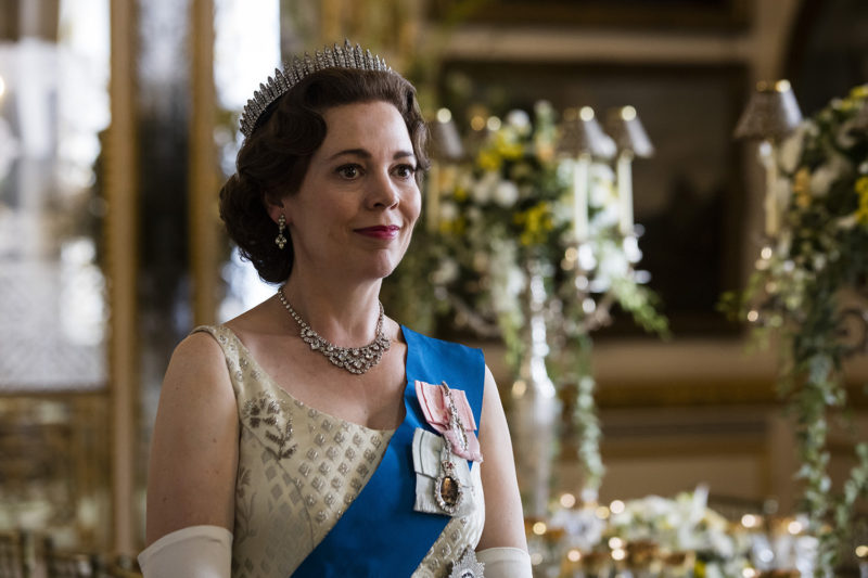 Olivia Colman, a rainha Elizabeth II na 3ª e 4ª temporadas de The Crown: especialista em monarcas